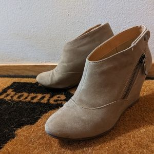 CL by Laundry ankle booties